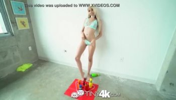 Czech amateur Blonde gets squirting lesson