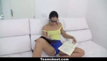 Our seductive babe is able to organize oraljob