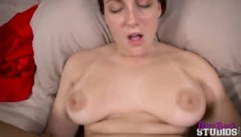 Seductive gal is stirring needs with her oral job